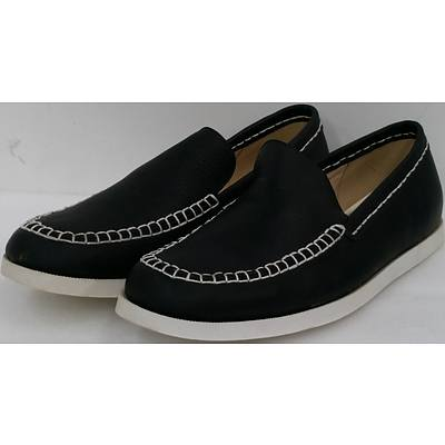 Hotdog Brand Men's Charcoal Boat Shoes - Size 42 - Lot of 10 Pairs - Brand New