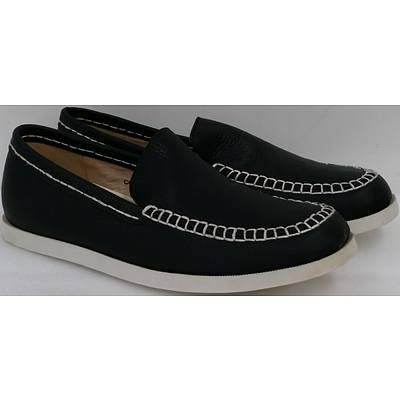 Hotdog Brand Men's Charcoal Boat Shoes - Size 40 - Lot of 10 Pairs - Brand New