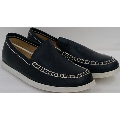Hotdog Brand Men's Navy Blue Boat Shoes - Size 44 - Lot of 10 Pairs - Brand New