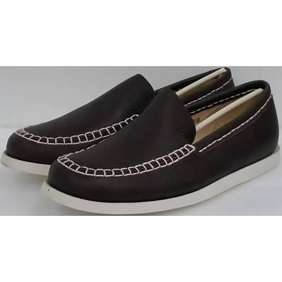 Hotdog Brand Men's Brown Boat Shoes - Size 41 - Lot of 10 Pairs - Brand New