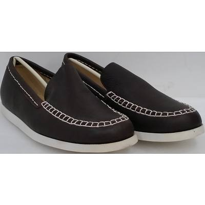 Hotdog Brand Men's Brown Boat Shoes - Size 42 - Lot of 10 Pairs - Brand New