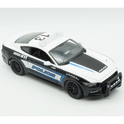 Maisto 1/18 2015 Police Ford Mustang GT Model