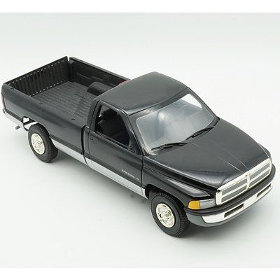 Ertl 1/18 Dodge Ram Model