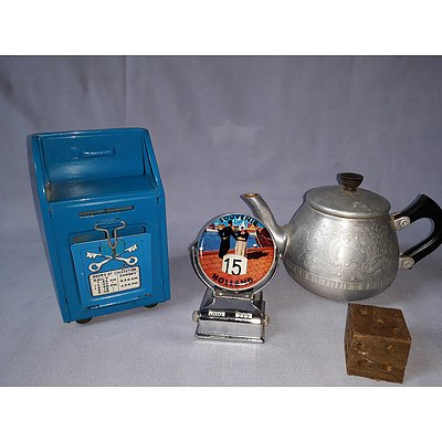 Assorted vintage collectables