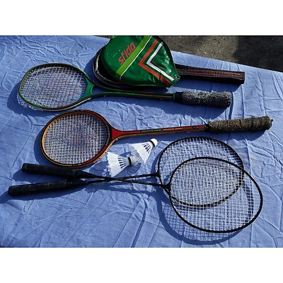 2 squash rackets & 2 Badminton rackets & shuttlecocks