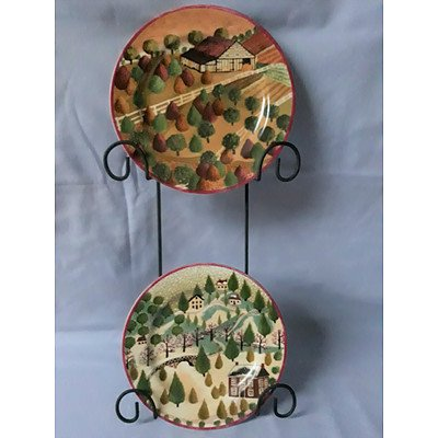2 Decorative plates & display hanger