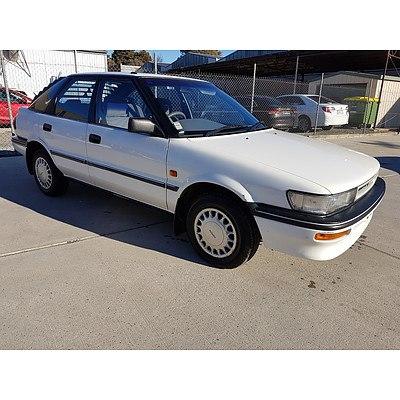 9/1992 Toyota Corolla CSi SECA AE94 5d Liftback White 1.6L