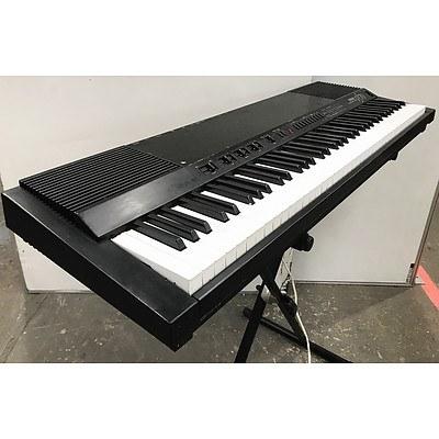 Yamaha Pf70 Electronic Keyboard with Stand