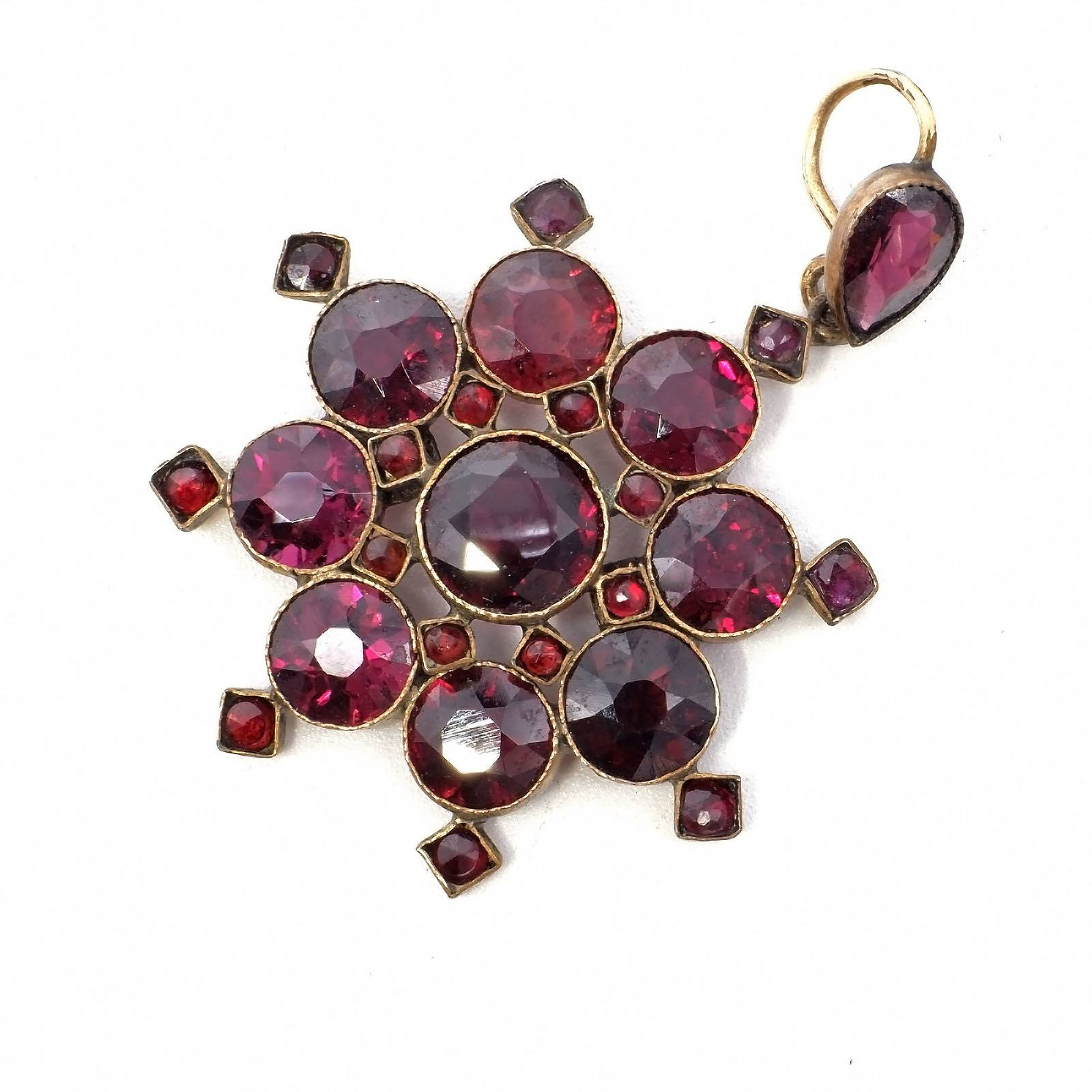 'Antique 9ct Yellow Gold Pendant with a Round Cluster of Red Facitted Garnet in Bezel Settings with Milgrain Edge, 4g'