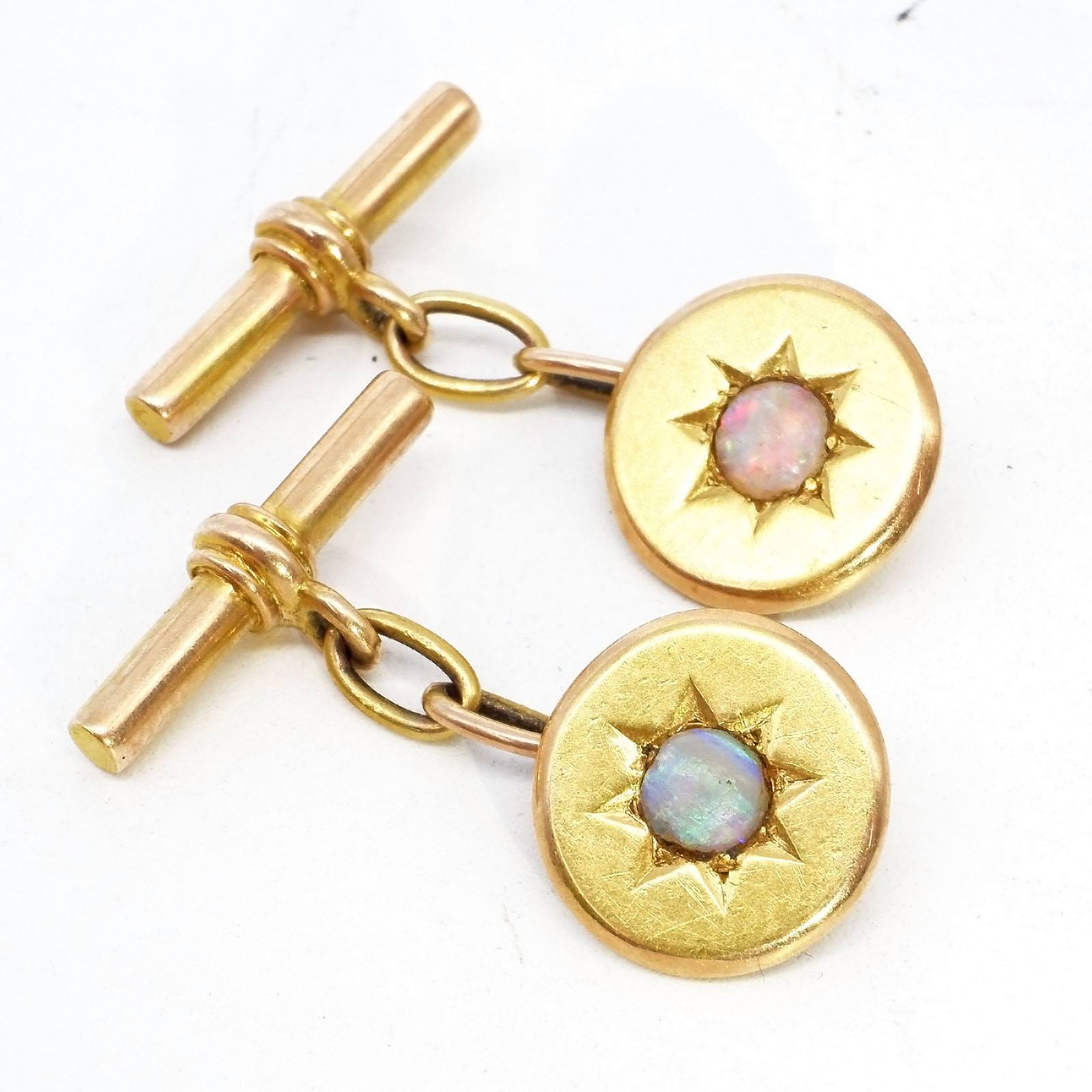 '15ct Yellow Gold Gents Cuff Links with a Round Oval Cabochon at Centre in a Star Setting, 6.6g'