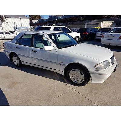 9/1998 Mercedes-Benz C200 Classic W202 4d Sedan White 2.0L
