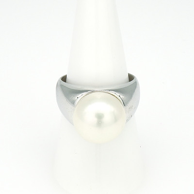 Sterling Silver Ring with a Fresh Water Pearl
