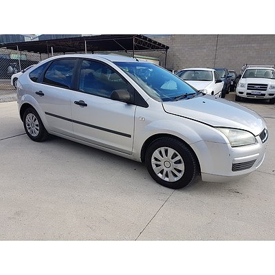 8/2005 Ford Focus CL LS 5d Hatchback Silver 2.0L