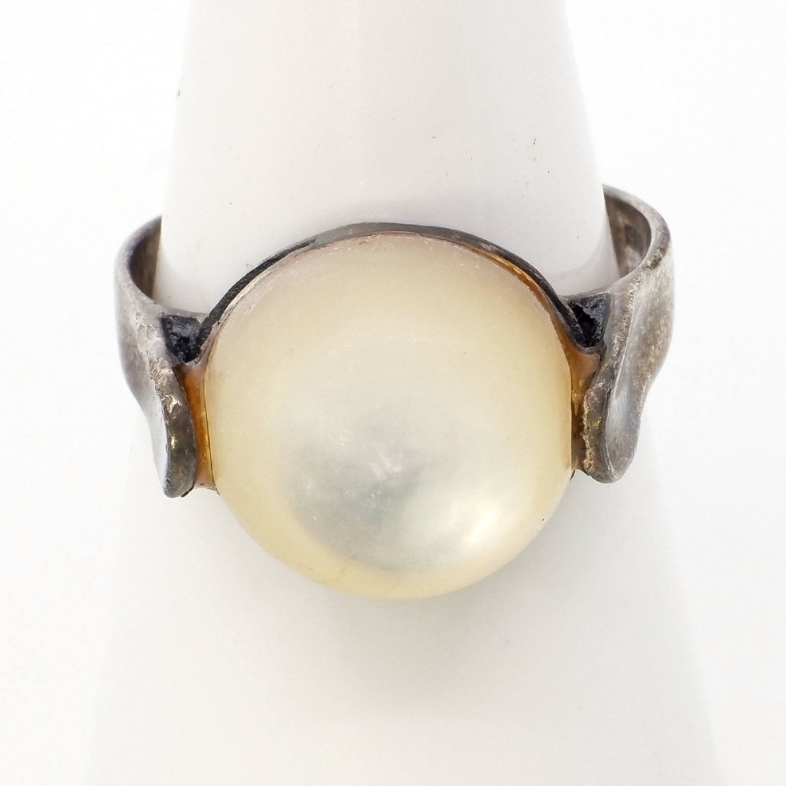 'Silver Ring with Mother of Pearl Button'