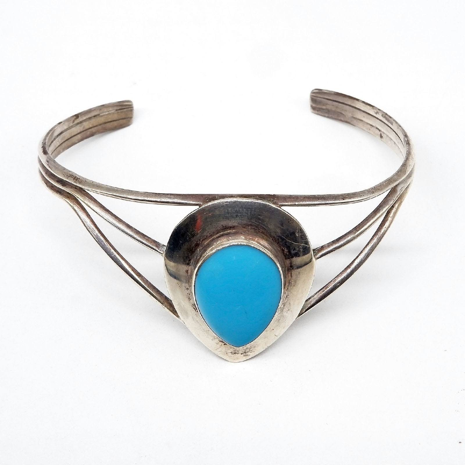 'Sterling Silver Cuff Bangle with Pear Shaped Turquoise '