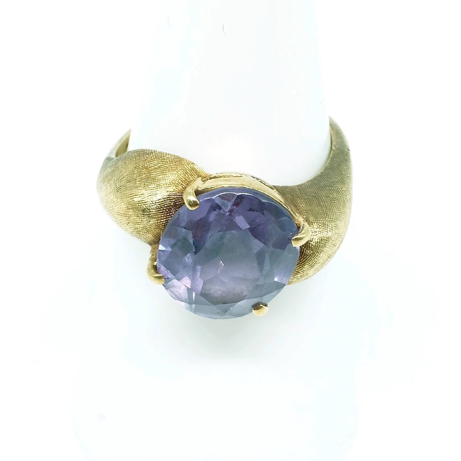'14ct Yellow Gold Ring with Oval Facetted Synthetic Sapphire, High Dome Shoulders, 5.2g'