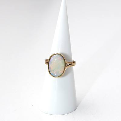 9ct Yellow Gold Ring with Oval Opal