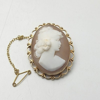 Yellow Gold Cameo Brooch with Safety Chain