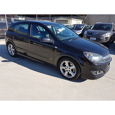9/2007 Holden Astra SRi AH MY07 5d Hatchback Black 2.2L