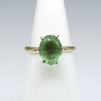 18ct White Gold with Oval Facetted Green Quartz Ring