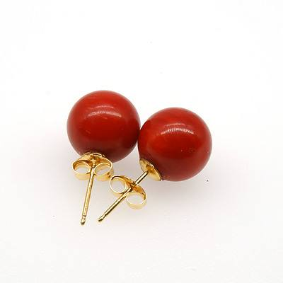 18ct Yellow Gold Earrings With Round Red Coral Stud