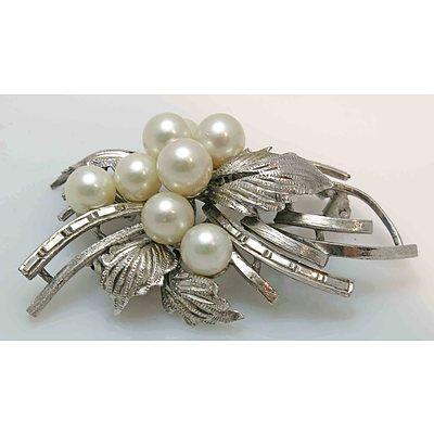 White Metal Pearl Brooch