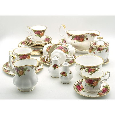Extensive Ninety Eight Piece Royal Albert Old Country Roses Dinner Service, with Teapot, Serving Plates, Creamer Jug and More