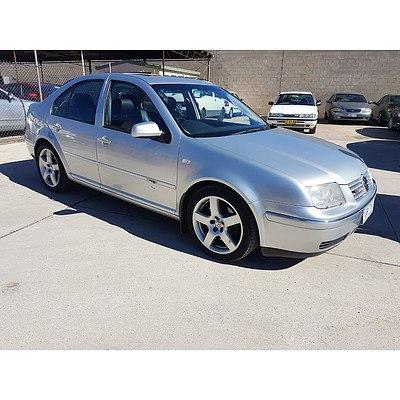 10/2004 Volkswagen Bora 2.3L V5 1J 4d Sedan Silver 2.3L