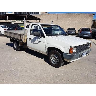 6/1989 Nissan Navara C/chas White 2.4L