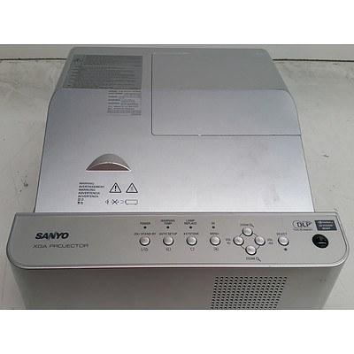 Sanyo (PDG-DXL2000) XGA DLP Projector