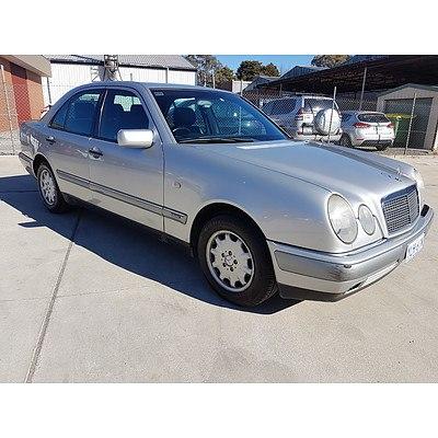 8/1996 Mercedes-Benz E230 Elegance  4d Sedan Silver 2.3L