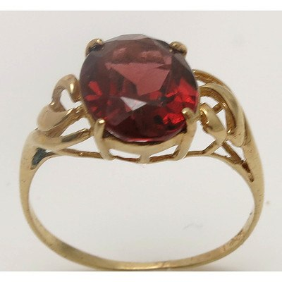 10ct Gold Garnet Ring