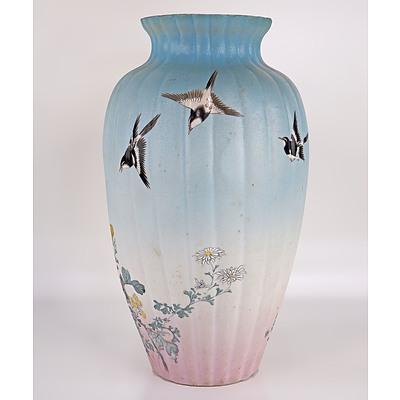 Japanese Kutani Vase of Exhibition Quality, Early 20th Century