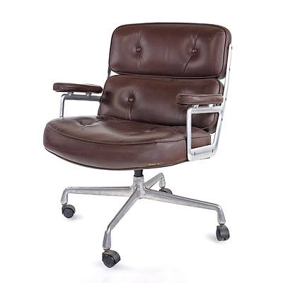 Genuine Vintage Charles & Ray Eames Tan Leather Executive Lobby Chair Manufactured by Herman Miller, Circa 1970s