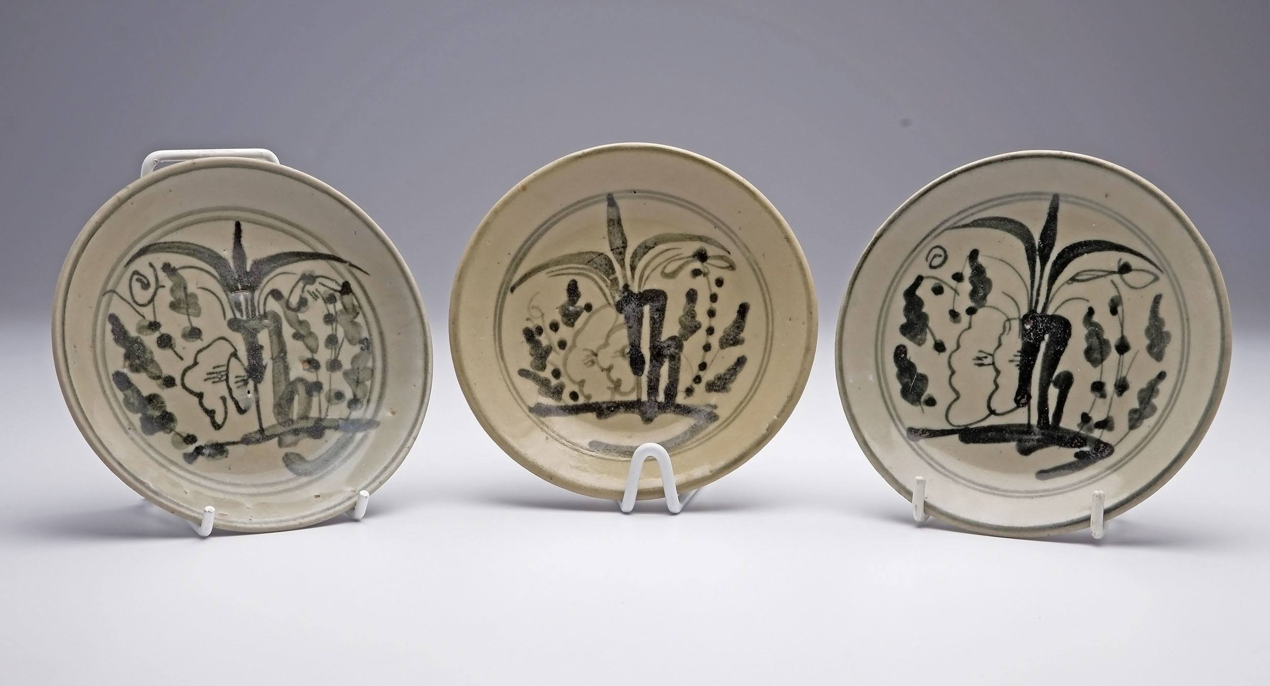 'Pair of Chinese Swatow Ware Dishes Painted with Bamboo, 19th Century'
