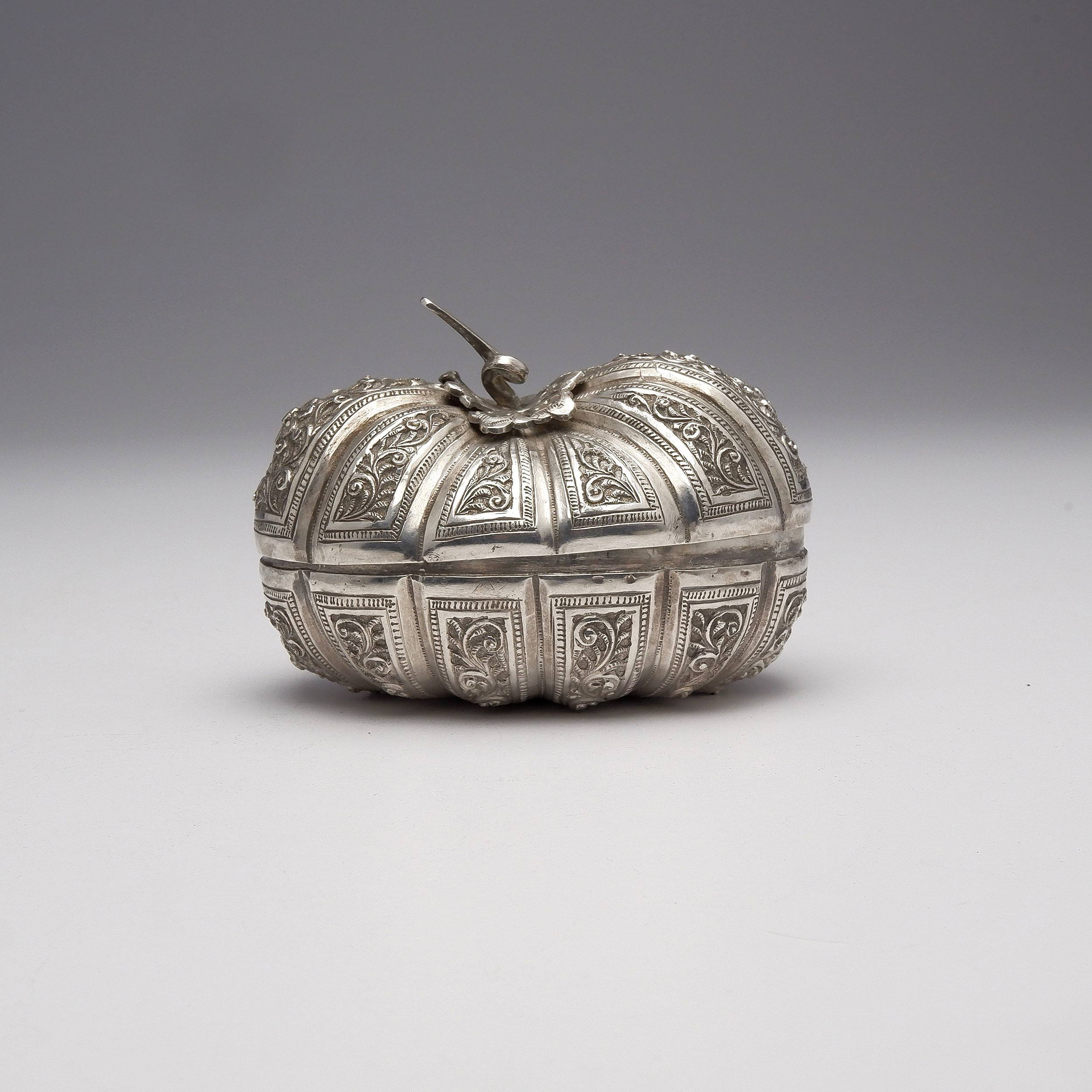 'Burmese Repousse Silver Pumpkin Form Box, 140g'