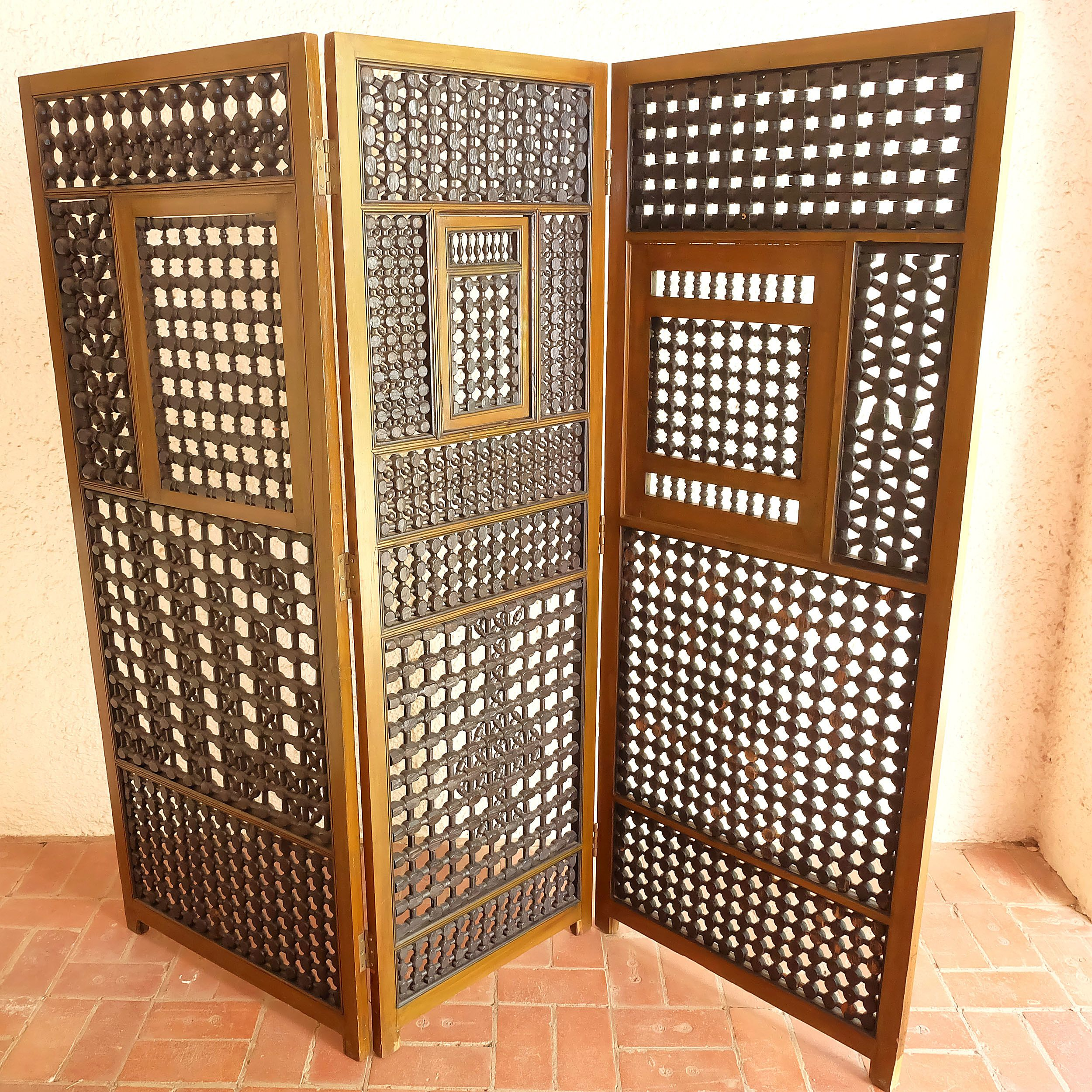 'Impressive Middle Eastern Moresque Three Fold Screen with Turned Latticework'