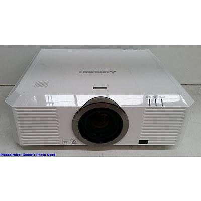 Mitsubishi (UL7400U) WUXGA 3LCD Projector