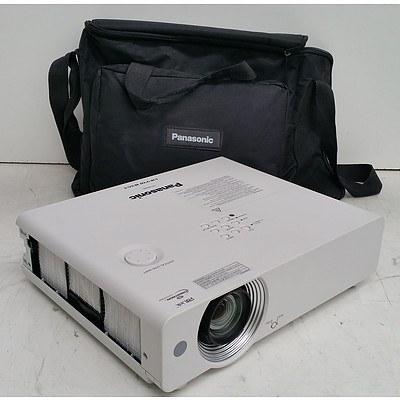 Panasonic (PT-VW440) VW440 WXGA 3LCD Projector