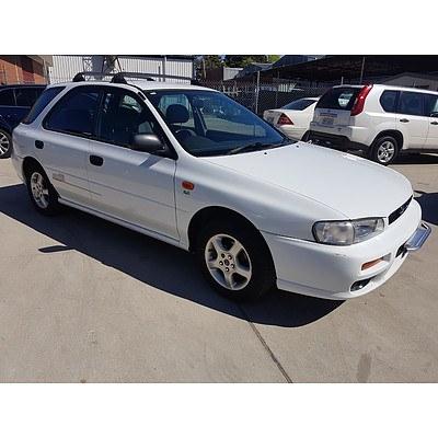 11/1998 Subaru Impreza Sportswagon  5d Hatchback White 2.0L
