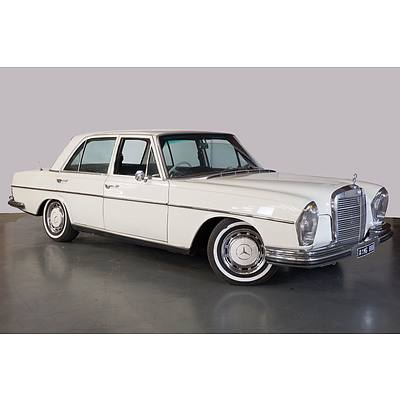 12/1970 Mercedes-Benz 280SE 4d Sedan White 2.8L