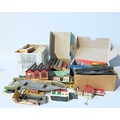 Large Group of Vintage Trains, Track and Settings Including Tyco and Hornby