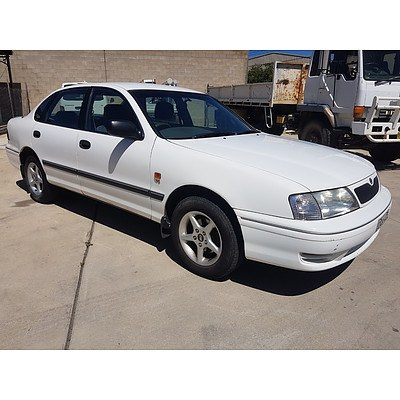 5/2001 Toyota Avalon Conquest MCX10R 4d Sedan White 3.0L