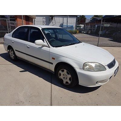 8/2000 Honda Civic GLi  4d Sedan White 1.6L