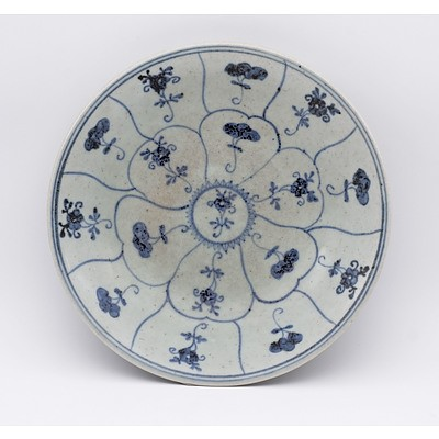 Chinese Blue and White Dish with Petal and Flower Design, Qing Dynasty