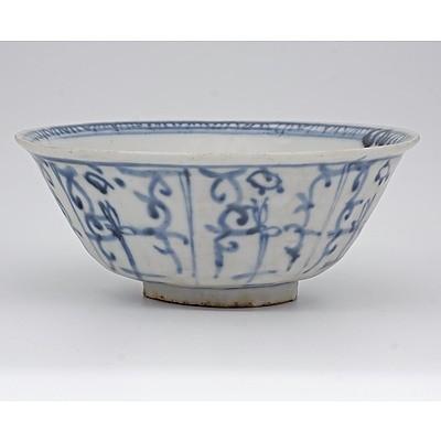Chinese Zhangzhou Fujian Ware Blue and White Deep Bowl, Ming Dynasty 15th/16th Century