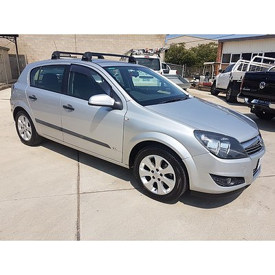 2/2009 Holden Astra CD AH MY09 5d Hatchback Silver 1.8L