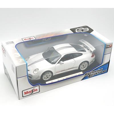 Brand New Maisto Special Edition 1:18 Diecast Porsche 911 GT3 RS 4.0