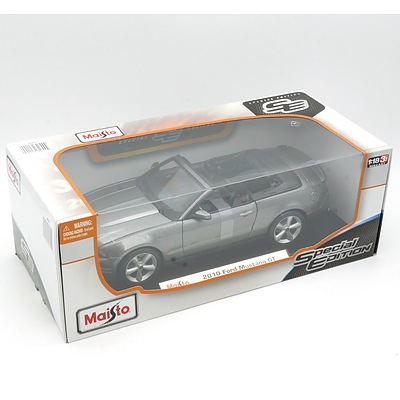 Brand New Maisto Special Edition 1:18 Diecast 2010 Ford Mustang Grey