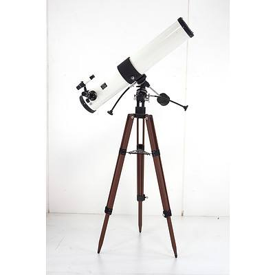 Tasco 11TE-5 Astronomical Reflection Telescope with Stand and Accessories